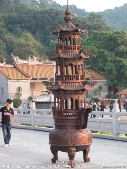在寺庙里有像的地方前面都能放香炉
