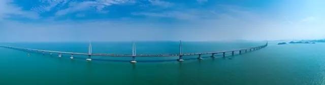 """连接香港、珠海、澳门的海上大桥 - 中国的""""港珠澳大桥""""开通"""