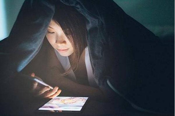 玩手机影响睡眠怎么办?