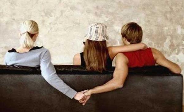 情侣都是怎样发现对方出轨的?