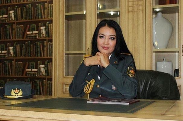 哈萨克斯坦女兵