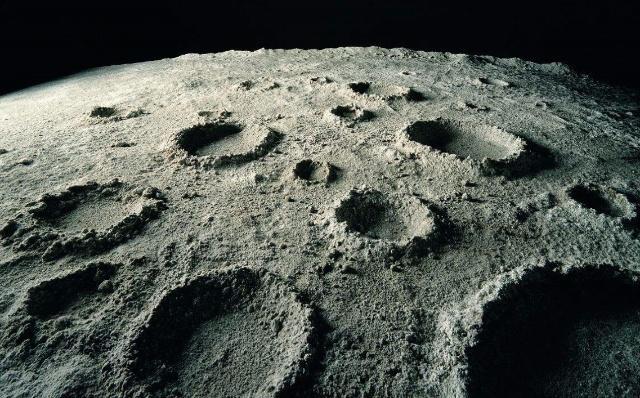 月球背面到底什么样?人类频频探索它是为了啥?
