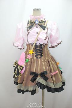 谁知道这套衣服是什么……
