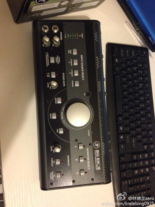 对讲系统及耳机控制 利用它自身的对讲话筒及灵活
