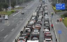 海口堵车90小时未缓解:开车90分钟挪200米