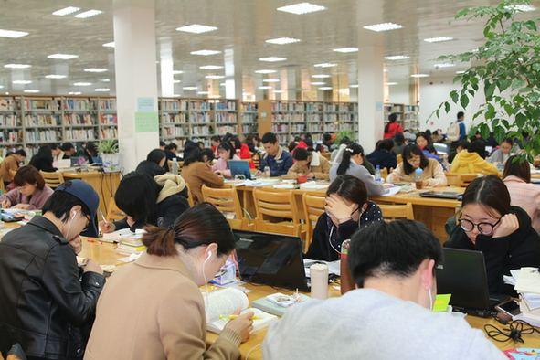 美国留学生对中国大学的图书馆占座现象的吐槽