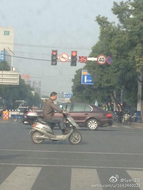 求高人指点!大溧阳的红绿灯到底能不能右转?