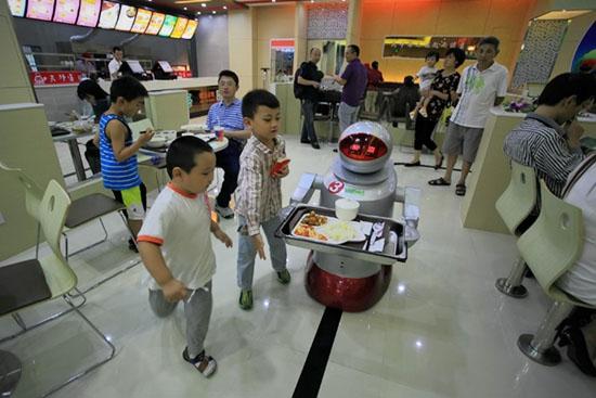 机器代替快餐店员工