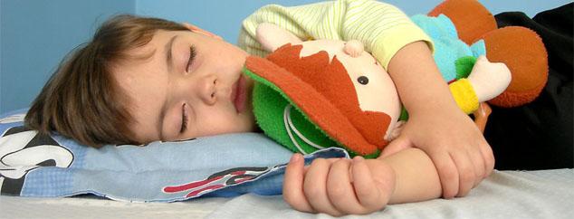 怎样才能与孩子分床睡觉是很多父母都关心的一个问题.