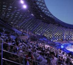 在深圳湾体育中心看演……